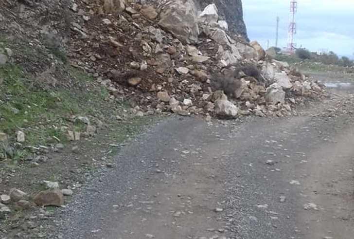 Άθλιος ο δρόμος που ενώνει το Αντισκάρι με τον Τσίγκουνα (φώτο)