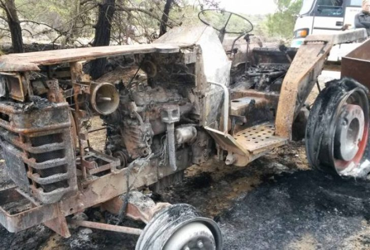 Στις φλόγες τυλίχθηκε τρακτέρ από εμπρηστικό μηχανισμό στον Προφήτη Ηλία
