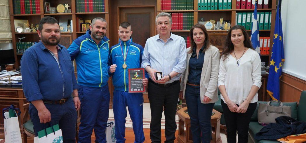 Ο 16χρονος Μ. Φραγκιαδάκης από τις Ατσιπάδες κατέκτησε το χρυσό στη πυγμαχία σε διεθνείς αγώνες