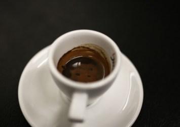 Μειώνεται ο ΦΠΑ στον καφέ, αλλά μόνο στο ράφι – Στο 24% ο ΦΠΑ για τον καφέ ρόφημα