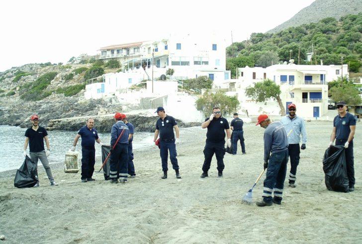 Καθάρισαν τις παραλίες στους Καλούς Λιμένες στο πλαίσιο της Ευρωπαϊκής Ημέρας Καθαρισμού