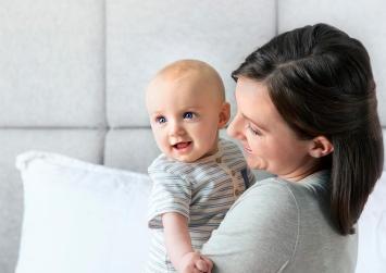 ΟΑΕΔ: Ειδικό επίδομα για εργαζόμενες μητέρες