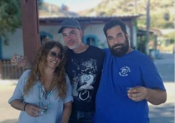 Η Ελένη Τσαλιγοπούλου χαλαρώνει και πίνει ρακές στη Νότια Κρήτη