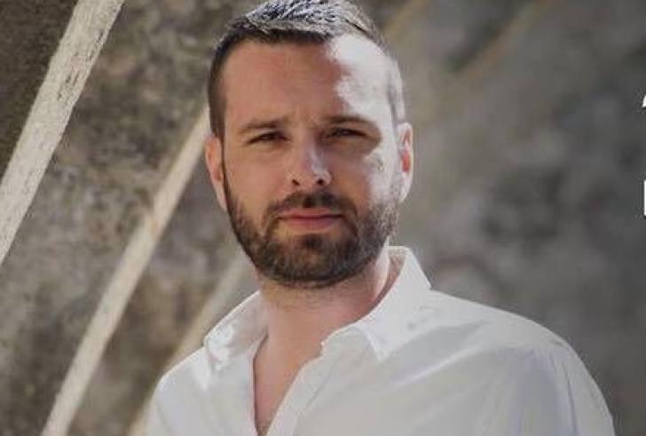 Μπαμπάς για τρίτη φορά ο κρητικός καλλιτέχνης Γιώργος Χαιρέτης