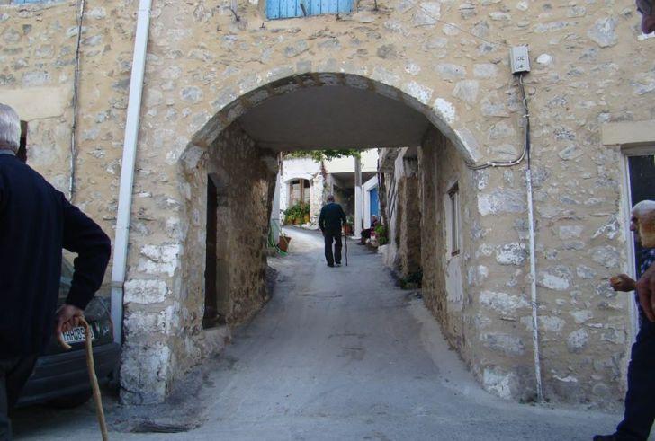Μέλαμπες: Η καμάρα που μοιάζει με «πύλη» που οδηγεί στο χθες