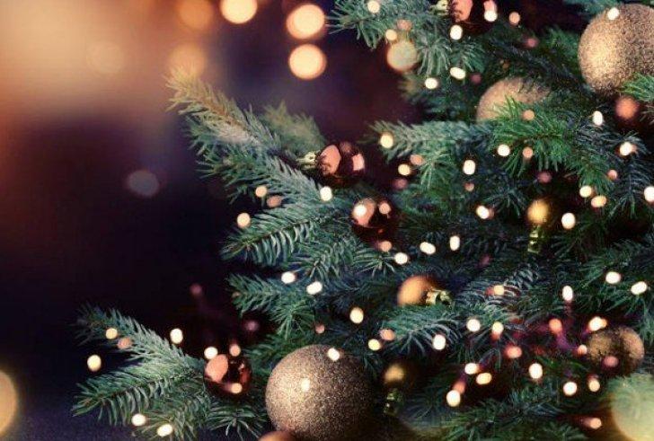 Για ποιο λόγο βάζουμε μπάλες στο χριστουγεννιάτικο δέντρο
