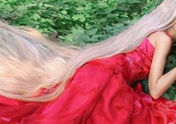 Η 34χρονη…Ραπουνζέλ -Τα μαλλιά της φτάνουν τα 1,8 μέτρα, ο φόβος της είναι μην τα πατήσει