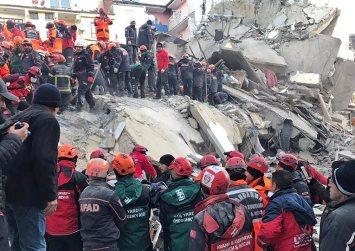 Σεισμός 6,8 ρίχτερ στην Τουρκία: Τουλάχιστον 21 νεκροί, 1.030 τραυματίες