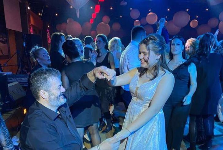 """Ραγίζει καρδιές ο Κονταρός! """"Χορεύοντας με το Λενιώ μου"""", ο πιο λεβέντικος χορός της ζωής του…"""