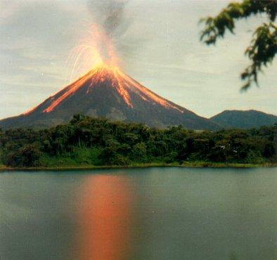 https://i1.wp.com/www.aporrea.org/imagenes/2010/05/volcan-arenal.jpg