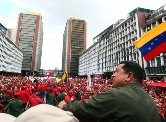 https://i1.wp.com/www.aporrea.org/imagenes/2010/07/presidente-en-plaza-caracas-.jpg