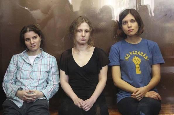 """Las integrantes de la banda punk """"Pussy Riot"""" durante el juicio en Moscú"""