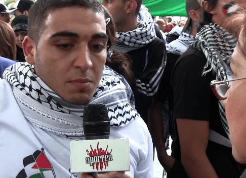 Joven palestino  protesta por  tanto sufrimiento de su pueblo