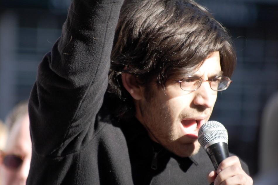 Aaron Swartz, fundador de Reddit y Demand Progress, co-fundador de Creative Commons, y activista por la justicia social y la libertad de derechos en Internet, colaboró con las manifestaciones en contra de SOPA y PIPA.
