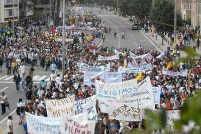 Docentes colombianos rechazan en las calles capitalinas la privatización de la educación