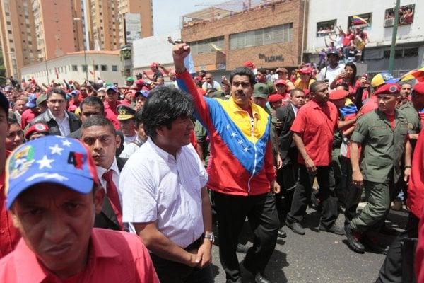 Presidente Evo Morales junto al Vicepresidente Maduro acompañan los restos de Chávez