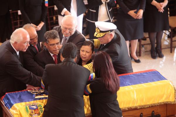 Juramento de unidad sobre Chávez con la espada de bolívar