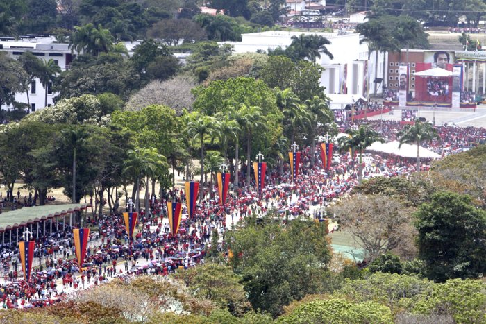 Vista aérea de la Av. Los Próceres, al final, a la derecha, está la Capilla Ardiente del Comandante Chávez