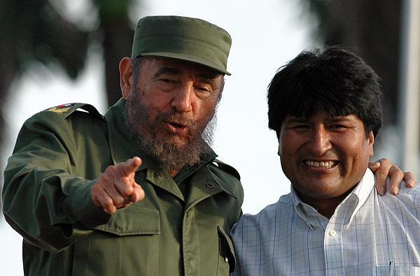 El líder de la Revolución Cubana, Fidel Castro, y el presidente de Bolivia, Evo Morales