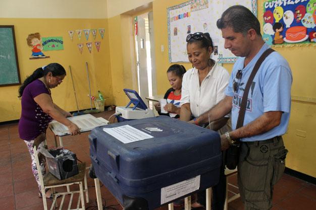 PSUV, aseguró que estaban instaladas el 100 por ciento de las mesas electorales en todos los rincones del país.