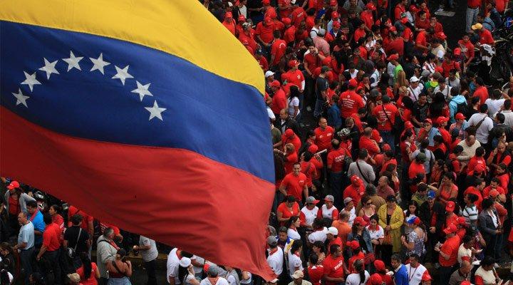 """Maduro: """"El próximo 16 va a haber grandes movilizaciones en todas las ciudades del país, incluyendo Caracas, en defensa de la paz y saludando a la Cumbre de Movimientos de Países No Alineados. Pueblo en la calle movilizado, Gobierno gobernando""""."""