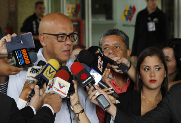 El alcalde de Caracas se presentó ante el CNE para solicitar el estado de las denuncias hechas por firmas fraudulentas para el revocatorio.