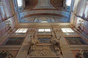 Inside the basilica at Palácio Nacional de Mafra