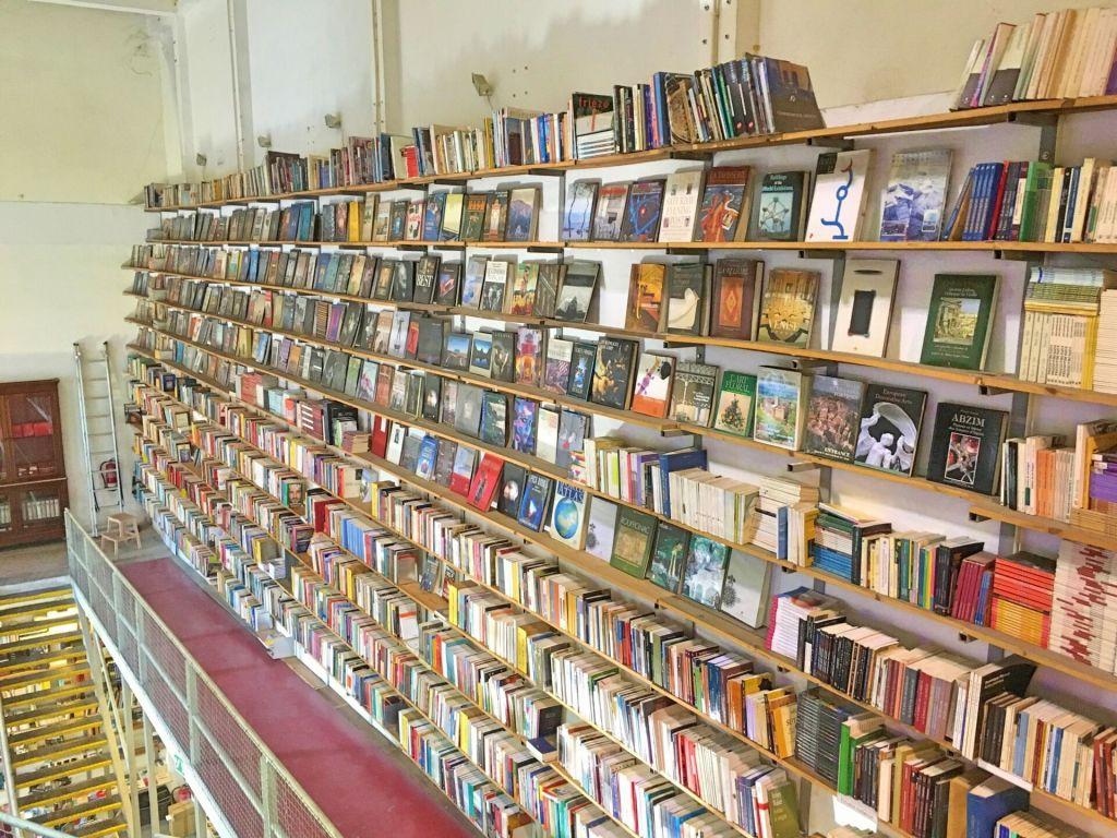 Books at Ler Devagar
