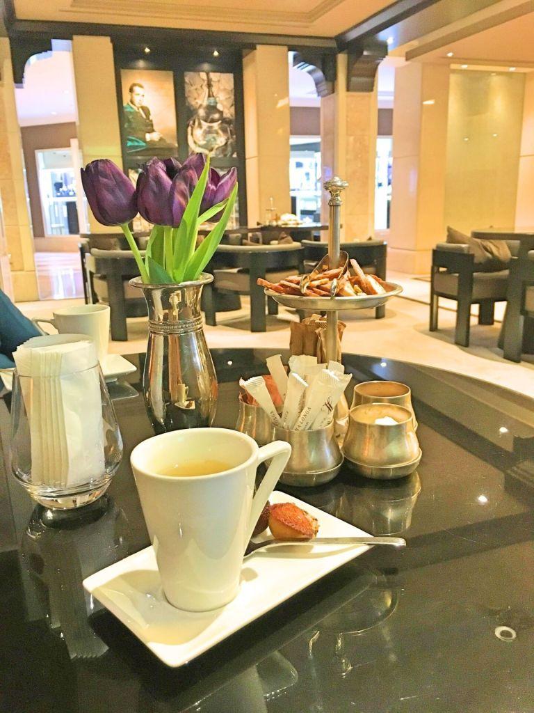 Café and flowers
