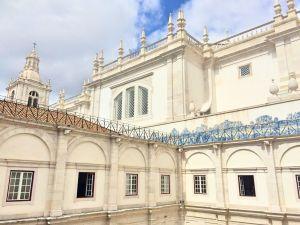 S. Vicente de Fora courtyard