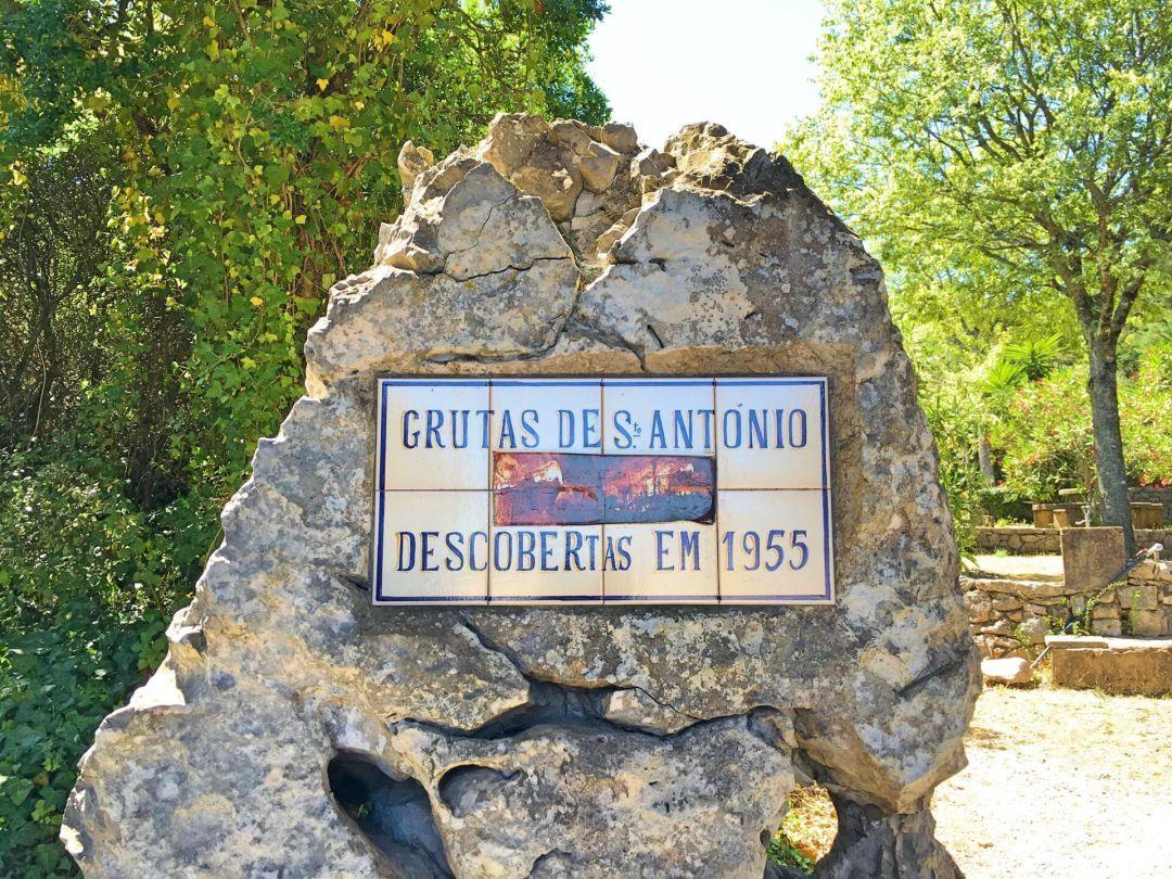 Grutas de Santo António sign