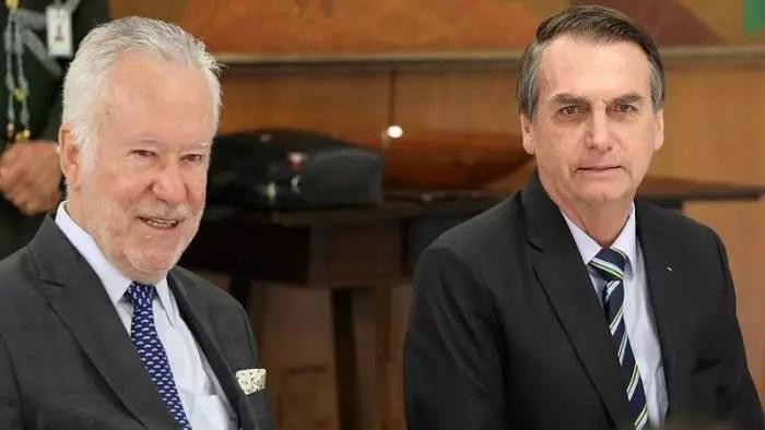 Segundo Alexandre Garcia, Bolsonaro é responsável por 55 mil mortes por Covid, o resto ia morrer mesmo