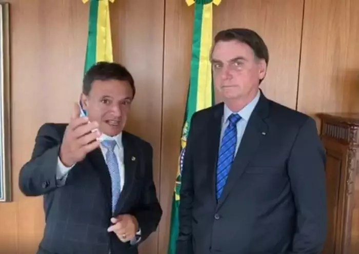 Bolsonaro contraria a si mesmo e autoriza novo programa social, afirma relator do Orçamento 2021.