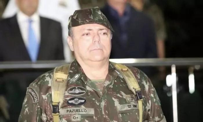 """Gen. Pazuello, o ministro da saúde, de interino a """"desinterino""""."""