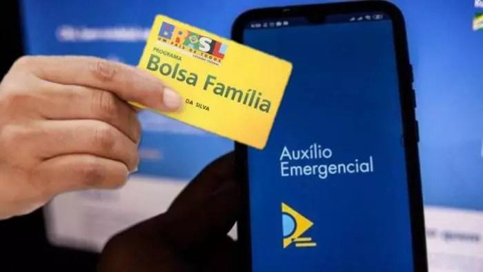 A pretexto de fraude, Bolsonaro deixou de pagar Bolsa Família a quase 1 milhão de pessoas que tiveram o Aux. Emergencial cancelado.