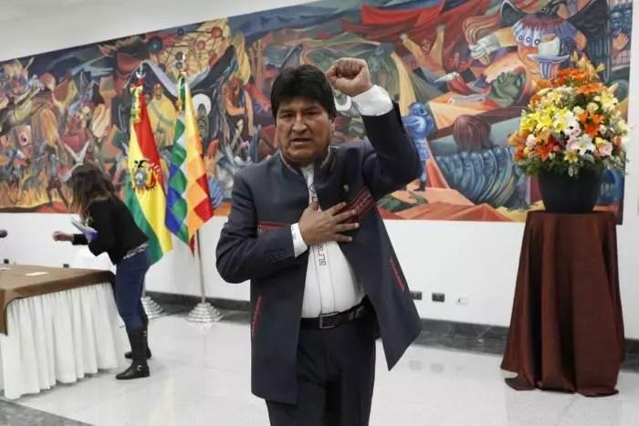 Bolívia: 30% das urnas apuradas. Luís Arce vira e lidera a apuração.