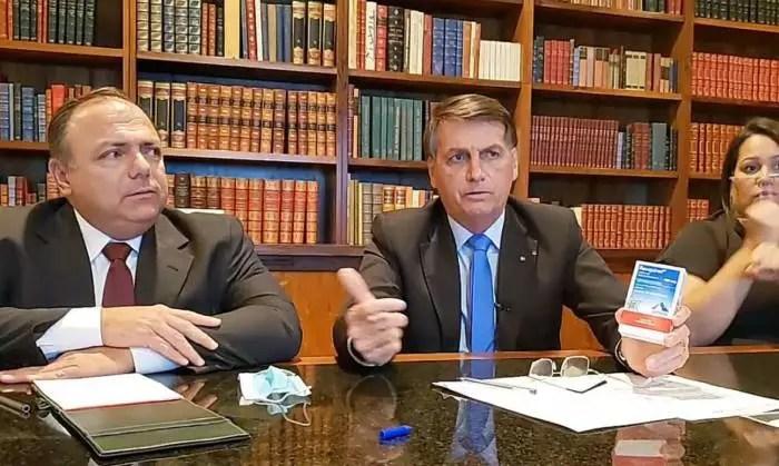 """Vídeo: Bolsonaro, em live, faz uma """"hipotética"""" ameaça ao MP do Rio"""