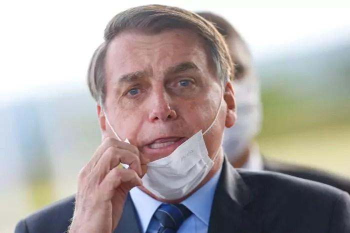 "Bolsonaro ironiza movimento pró-impeachment: ""Ví carreata monstra de 10 carros."""