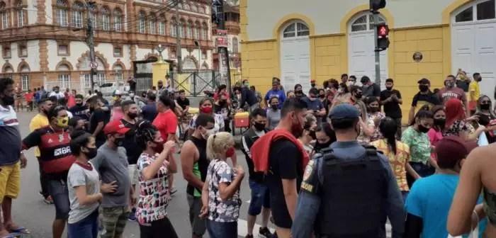 Vídeo – Em Manaus-AM, pessoas protestam contra o fechamento do comércio.