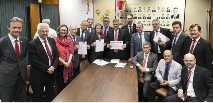 PT começa a impor derrota a Bolsonaro, na Câmara.