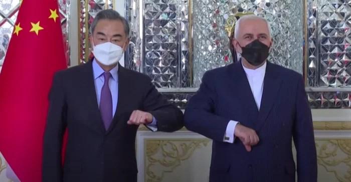 Acordo China e Irã de cooperação militar, infraestrutura, livre comércio e outros.