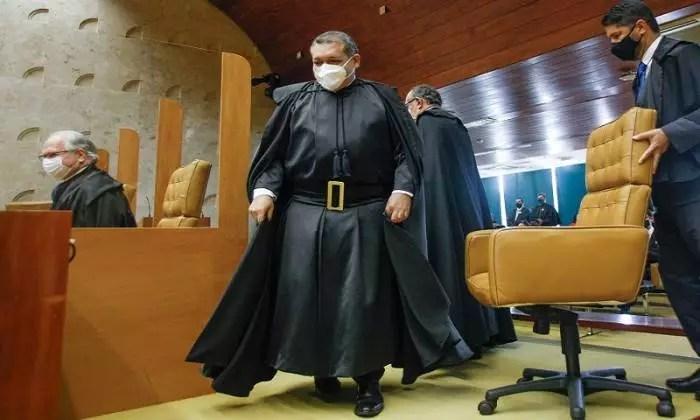 Ministros do STF cobram decisão do plenário sobre abertura de igrejas e templos