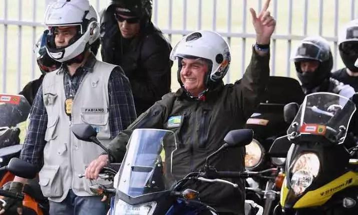 Em desespero, Bolsonaro corre atrás da popularidade perdida