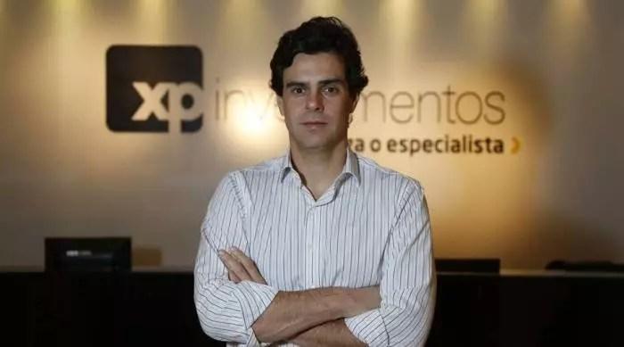 Fundador da XP defendendo Bolsonaro, mostra quem está lucrando alto com o genocídio no Brasil