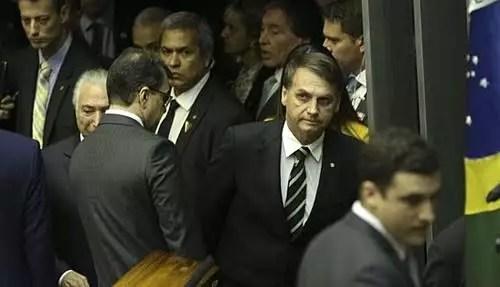 Laço aperta o pescoço de Bolsonaro e Centrão tem o governo todo para chamar de seu