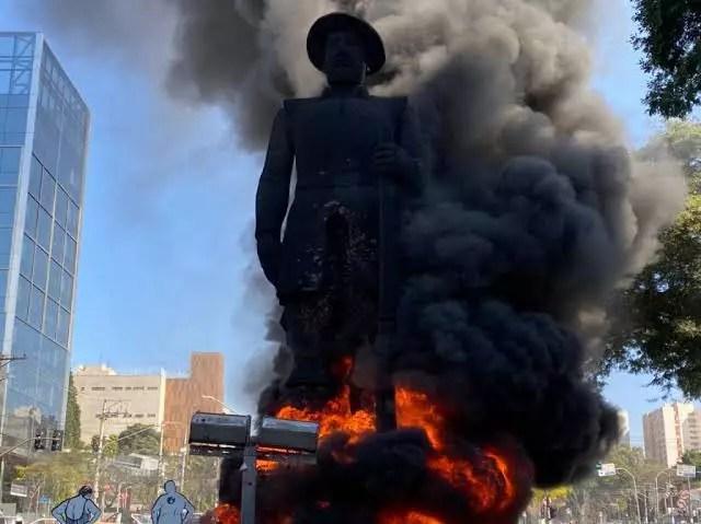 Justiça decreta prisão temporária de Paulo Galo por atear fogo na estátua de Borba Gato