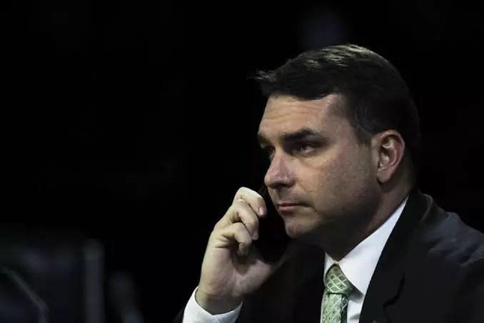 Flávio diz que Bolsonaro foi intubado por 'precaução'