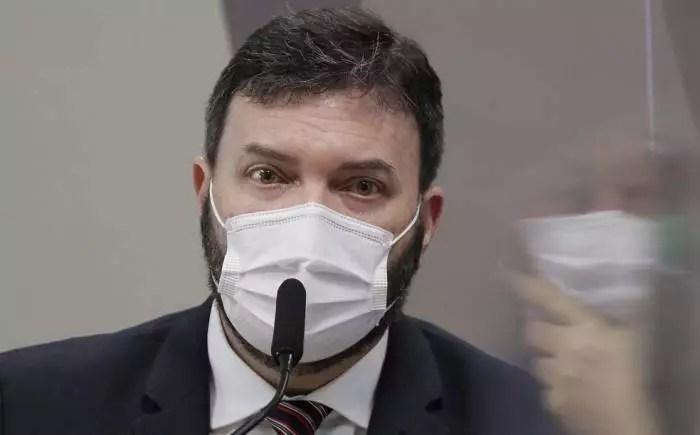 Na CPI, coronel Blanco comprova que o esgoto, se comparado ao gov. Bolsonaro, é pinho sol.