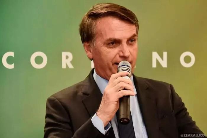 """Com """"Fora Corno"""", Bolsonaro é recebido em Santa Cruz do Capibaribe"""