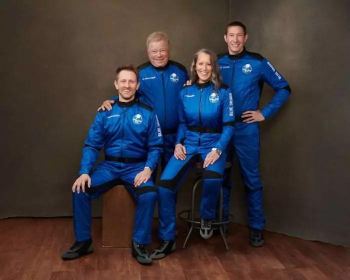 Ao vivo: Blue Origin leva icônico Capitão Kirk pela primeira vez ao espaço.